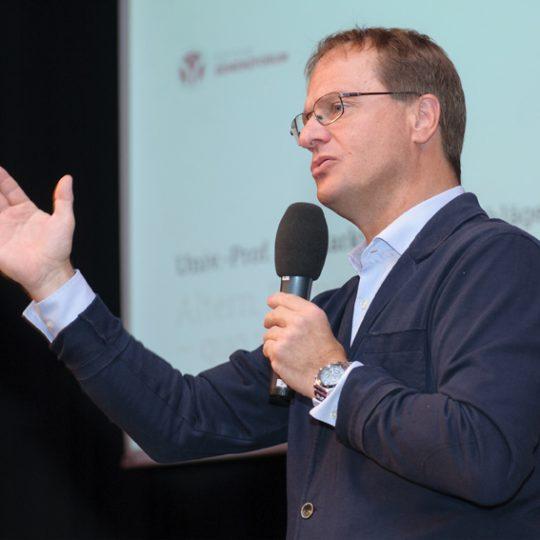 https://www.demenzkongress.com/wp-content/uploads/2018/08/Prof.-Dr.-Markus-Hengstschläger-bei-Demenzkongress-Alpen-Adria-Kärnten--540x540.jpg